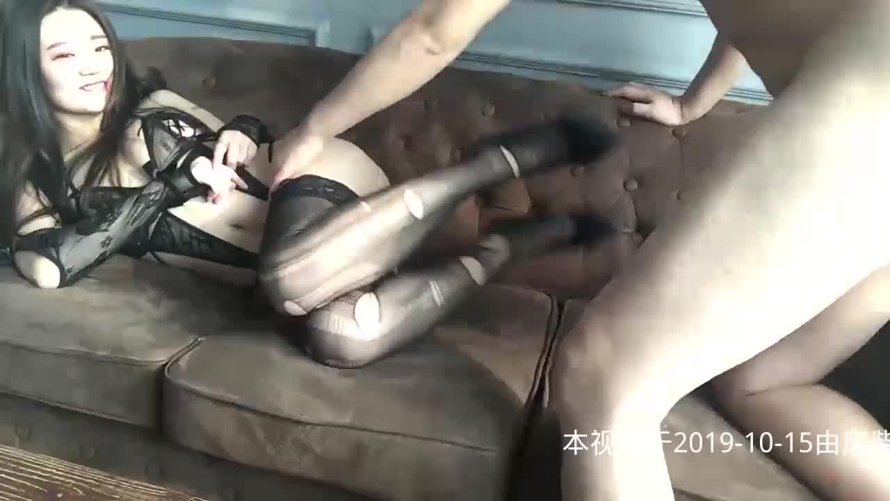 果团网极品美女模特莫雅琪穿黑丝开档情趣网袜口爆啪啪_叫床声真让人受不了